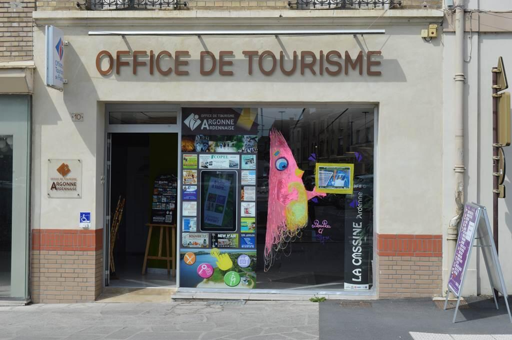 Vitrine de l'office de tourisme Argonne en Ardenne
